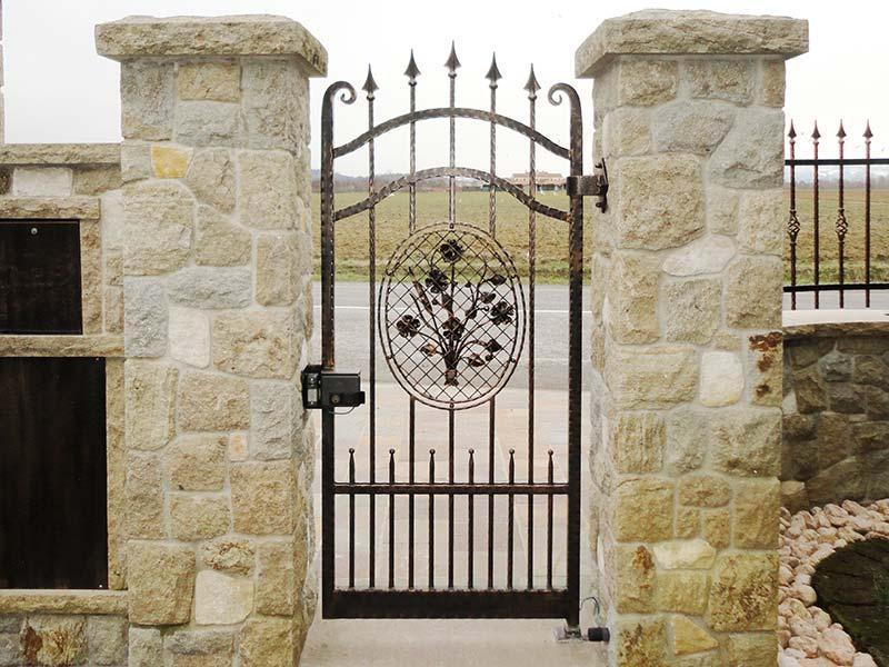 Cancello pedonale allufit - Cancelli in legno per giardino ...