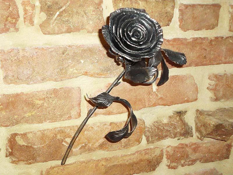 Rosa ferro battuto allufit for Decorazioni in ferro battuto